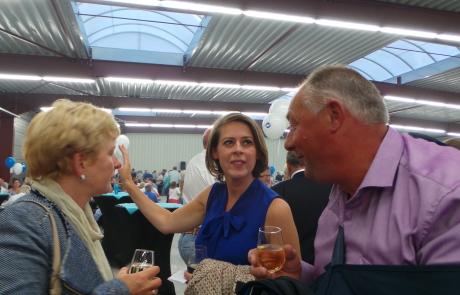 Emmily Talpe in gesprek op de bbq van Open Vld Koekelare
