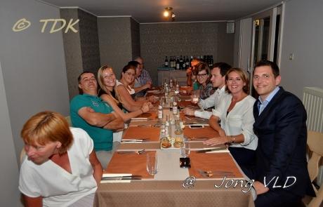 Emmily aan tafel bij Jong Vld Zwevegem, Anzegem en Avelgem