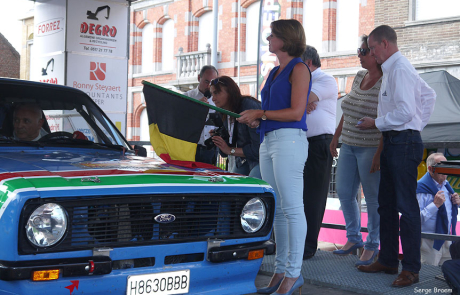 Emmily Talpe aan de start van de Rally van Ieper