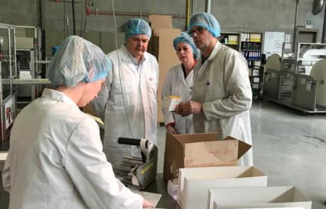 Minister Somers en burgemeester Emmily Talpe op bezoek bij Iepers bedrijf Borval.