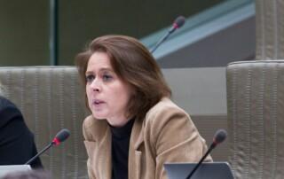 Emmily tijdens de plenaire vergadering